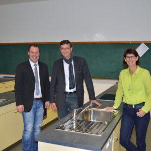 v.l.n.r. Rektor Holger Kilb, Martin Rabanus und Konrektorin Christine Zuther